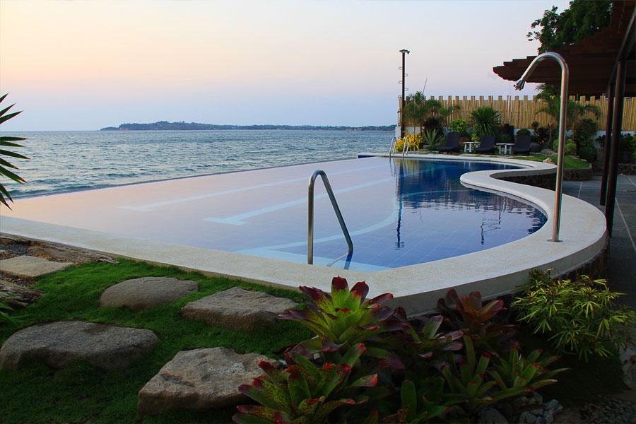 Infinity Swimming Pool White House Beach Resort